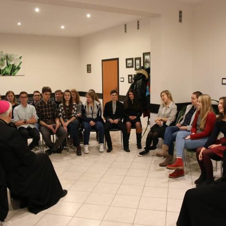 Biskup i młodzież - wizytacja kanoniczna