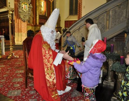Biskup Mikołaj w katedrze