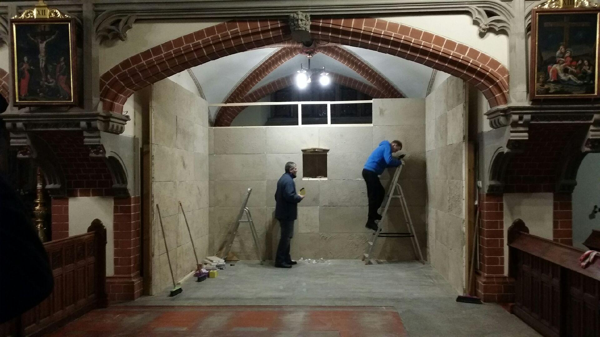 Przygotowania katedry na święta