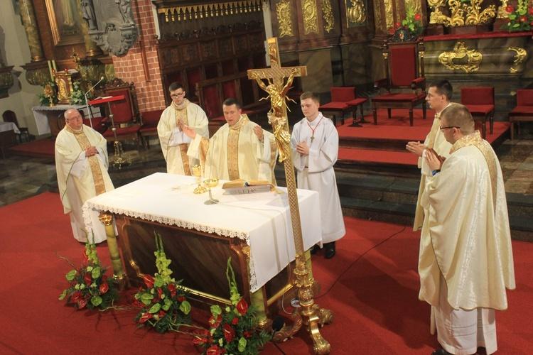 Msza prymicyjna oraz pobłogosławienie Kaplicy Adoracji [FILM]